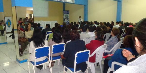 DR. Q.F. Jesus  Valdivia Pacheco , decano del Colegio Quimico Farmaceutico de Lambayeque exponiendo el presupuesto anual